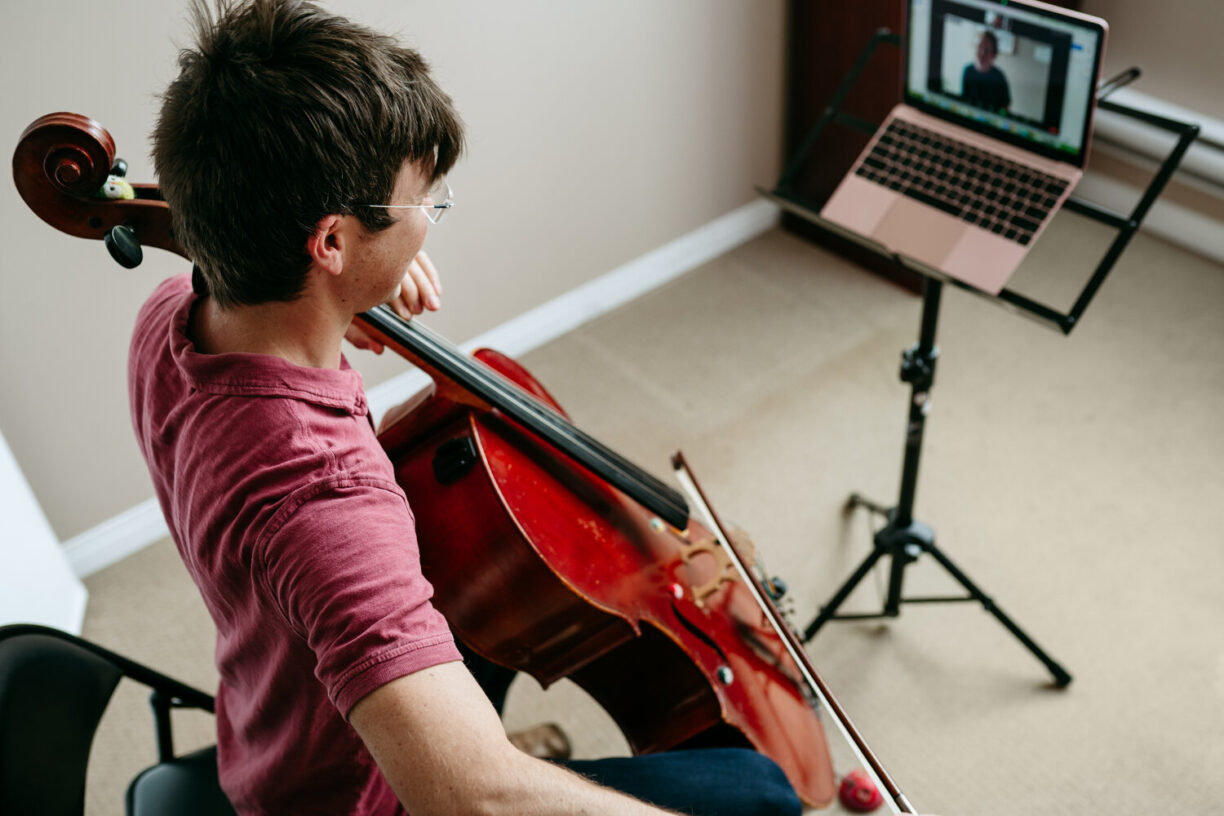 photo:child playing cello with online instructor